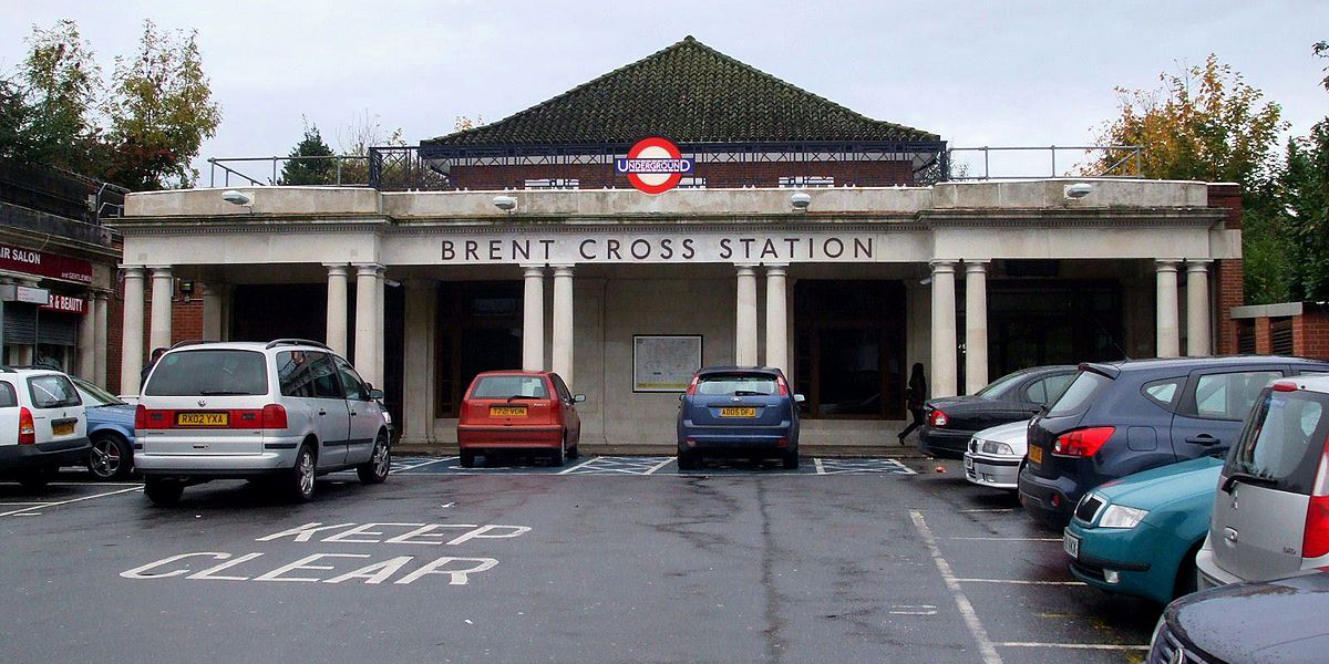 Brent Cross minicabs, Brent Cross taxis, Brent Cross cabs